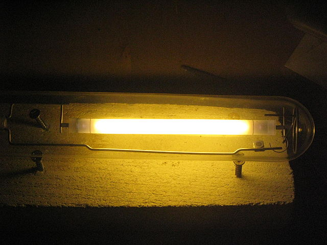 Lit HPS indoor lighting bulb
